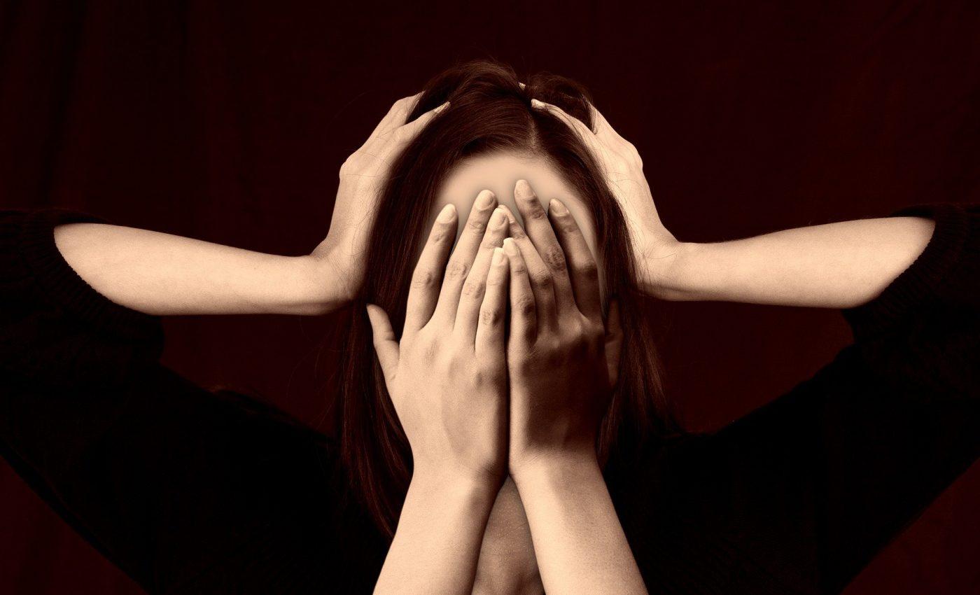 Alimente care declanşează durerile de cap - sfatulparintilor.ro - pixabay_com - woman-2696408_1920
