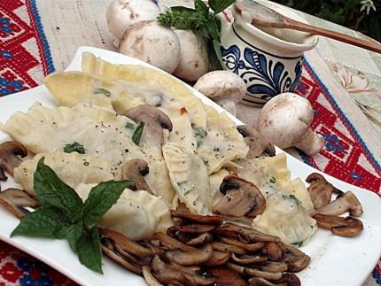 Coltunasi de post cu sos alb