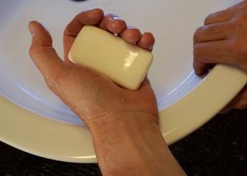spalat pe maini - sapun - sfatulparintilor.ro - pixabay_com