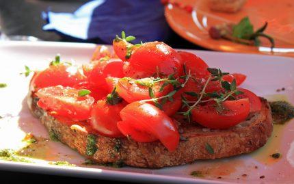 Bruschete cu rosii si legume fripte - sfatulparintilor.ro - pixabay-com - bruschetta-666120_1920