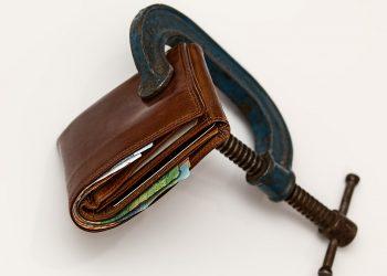 trucuri care te vor ajuta sa economisesti - sfatulparintilor.ro - pixabay_com - credit-squeeze-522549_1920