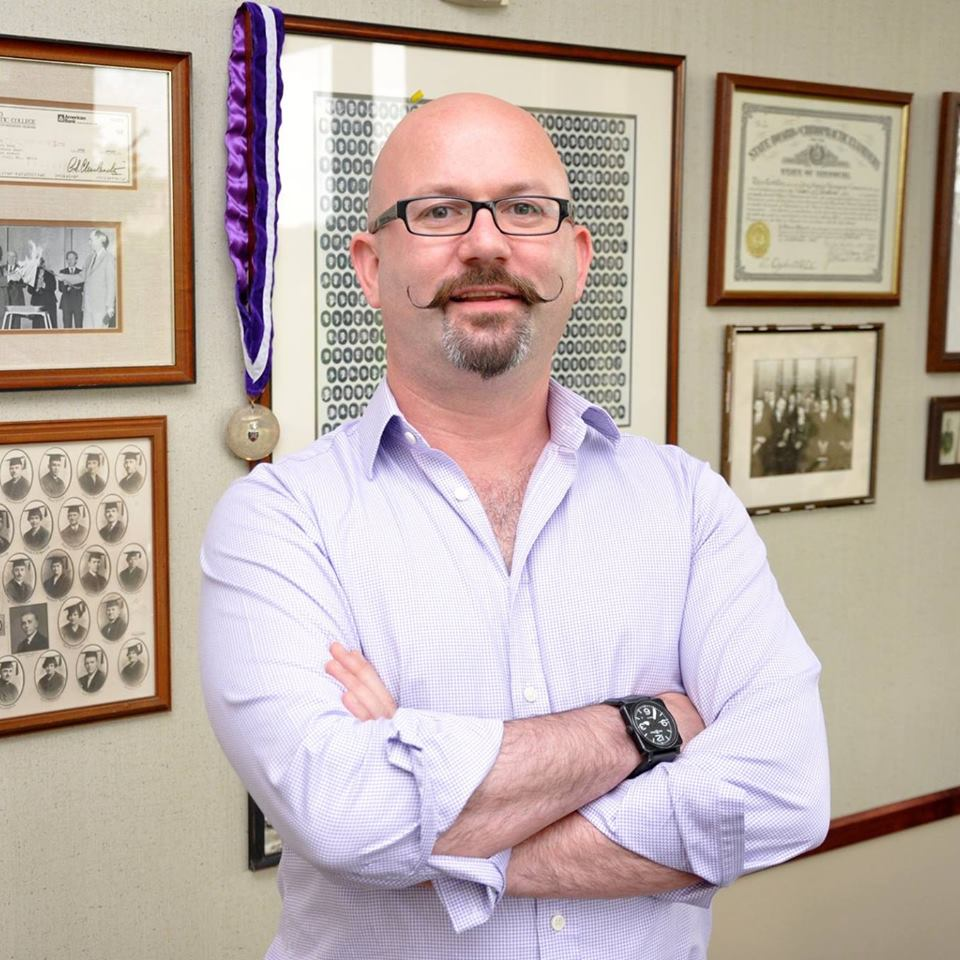 Dr Lou Jacobs