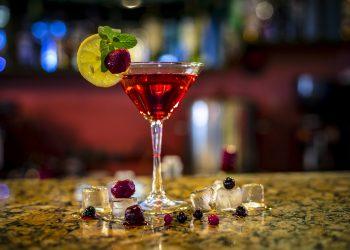 EXCESE DE anul nou - sfatulparintilor.ro - pixabay_com - drink-3237895_1920
