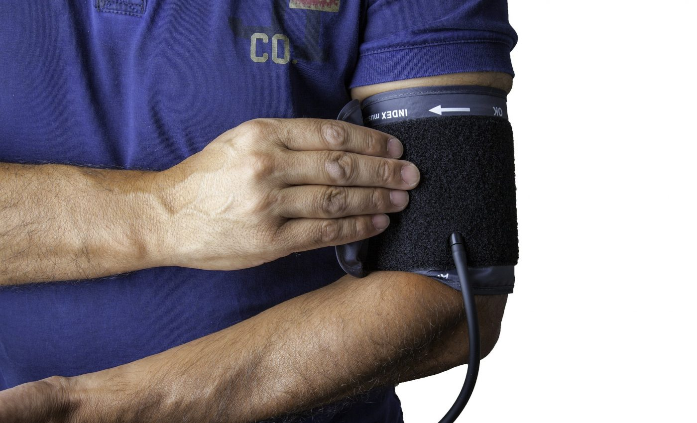 boala semne - sfatulparintilor.ro - pixabay_com - blood-pressure-monitor-1749577_1920