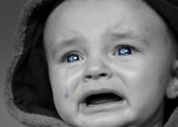de ce plange un bebelus - sfatulparintilor.ro - pixabay_com - crying-baby-2708380_1920