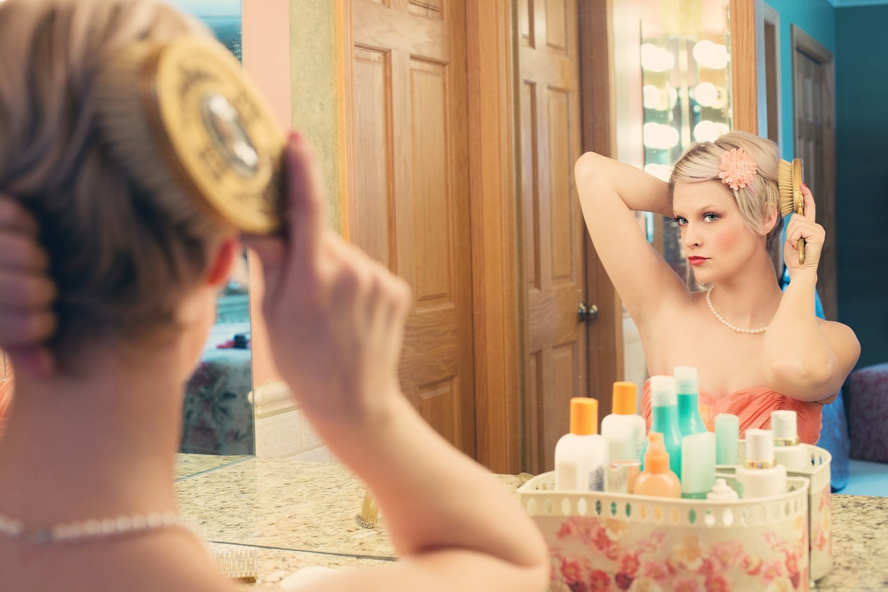 imagine de sine - oglinda - frumusete - sfatulparintilor.ro - pixabay_com