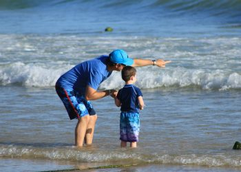 Te certi cu copiii - sfatulparintilor.ro - pixabay_com - parents-and-children-1699502_1920