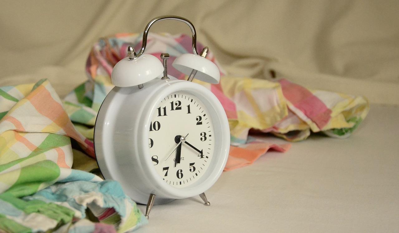 ceas somn insomnie - sfatulparintilor.ro - pixabay_com