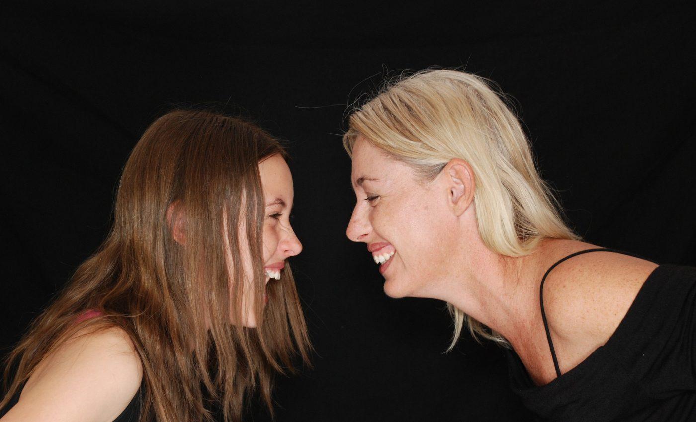 Prima menstruatie la fete - mama fiica - adolescenti - menstruatie - sfatulparintilor.ro - pixabay_com