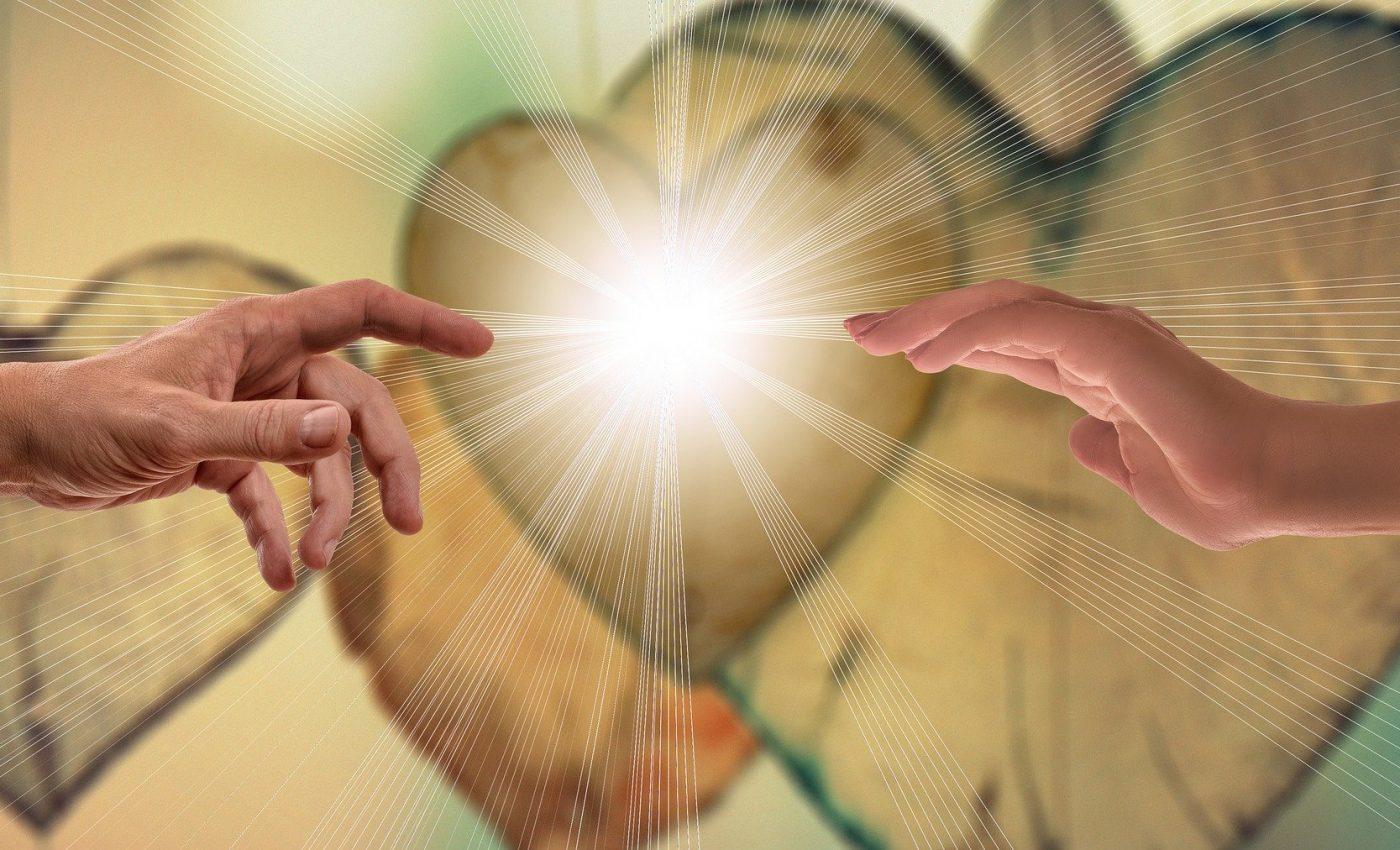 cai de a recunoaste puterea lui Dumnezeu - SFATULPARINTILOR.RO - PIXABAY_COM - faith-3772000_1920