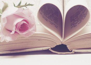 poti invata din romanele de dragoste - sfatulparintilor.ro - pixabay_com- literature-3060241_1920