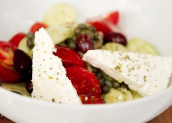 Salata cu branza feta si masline