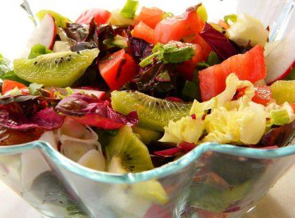 Salata cu loboda si kiwi