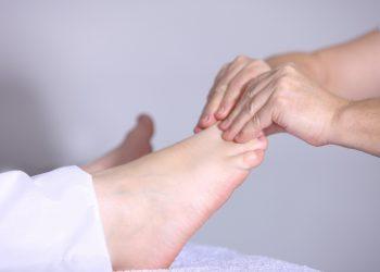 presopunctura - masaj picioare - sfatulparintilor.ro - pixabay_com