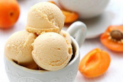 Înghețata cu caise a lui Emil Frederic