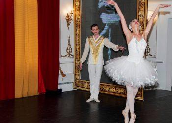 La cererea publicului, in mijlocul verii, balerina si coregrafa Corina Dumitrescu revine pe scena Operei Comice pentru Copii cu un spectacol-atelier interactiv destinat tuturor iubitorilor de dans.
