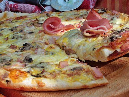 Pizza cu sunca de Praga