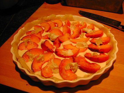 Prăjitură cu urdă și piersici