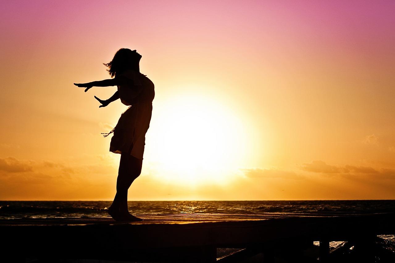 Cercetarile arata ca sunetul valurilor te ajuta sa intri intr-o stare profunda de relaxare, care promoveaza reintinerirea mintii si a corpului.