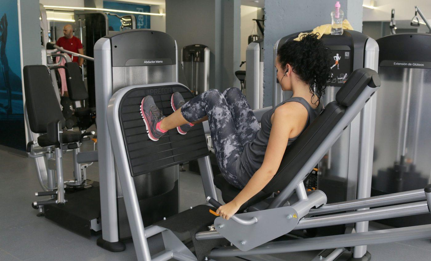 exercitii pentru abdomen - sfatulparintilor.ro - pixabay_com - crossfit-2351766_1920
