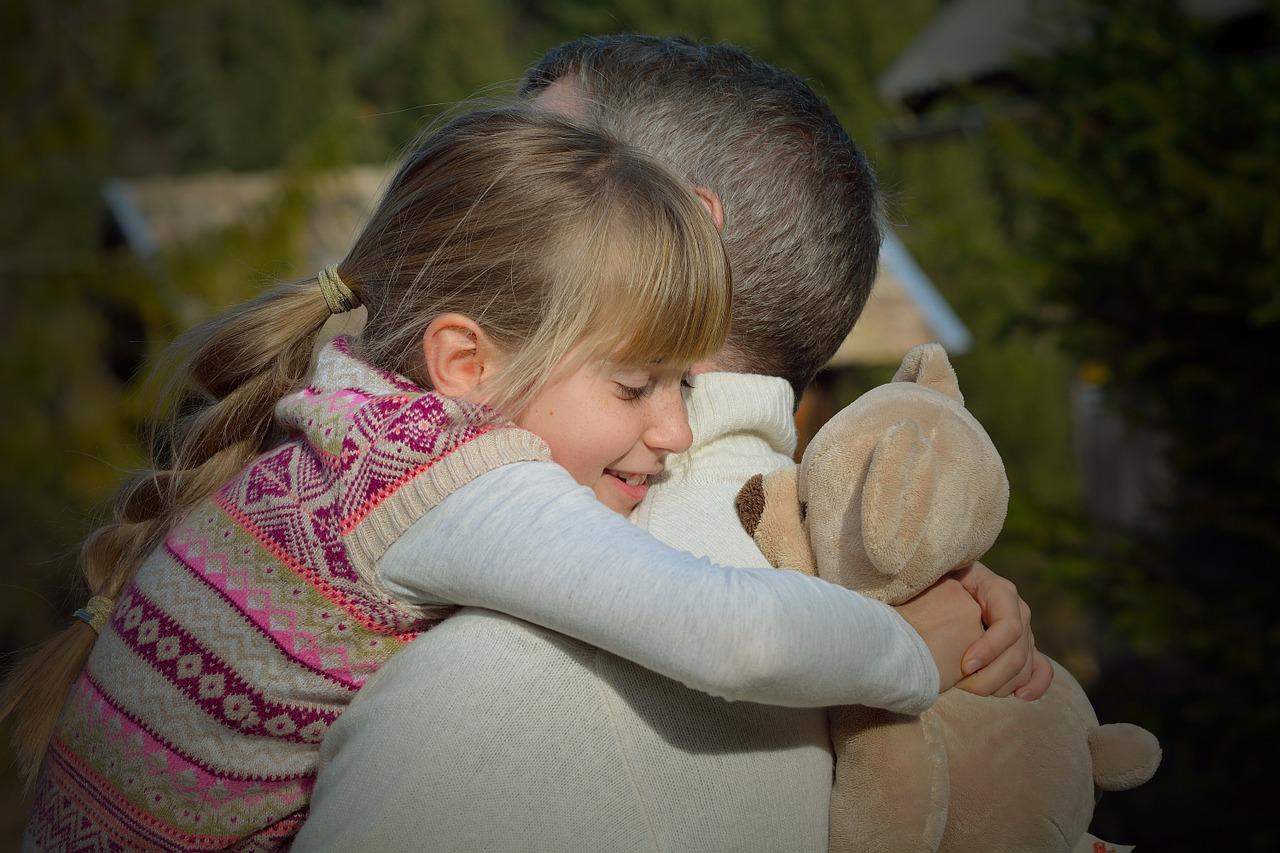 tati fete - sfatulparintilor.ro- pixabay_com