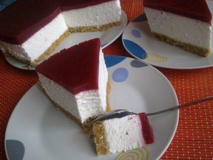 Cheesecake cu ricotta si jeleu din fructe de padure fara coacere