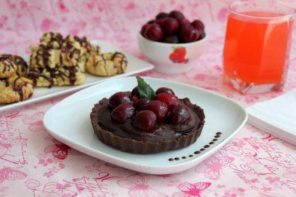 Tarta cu ciocolata, cirese si menta