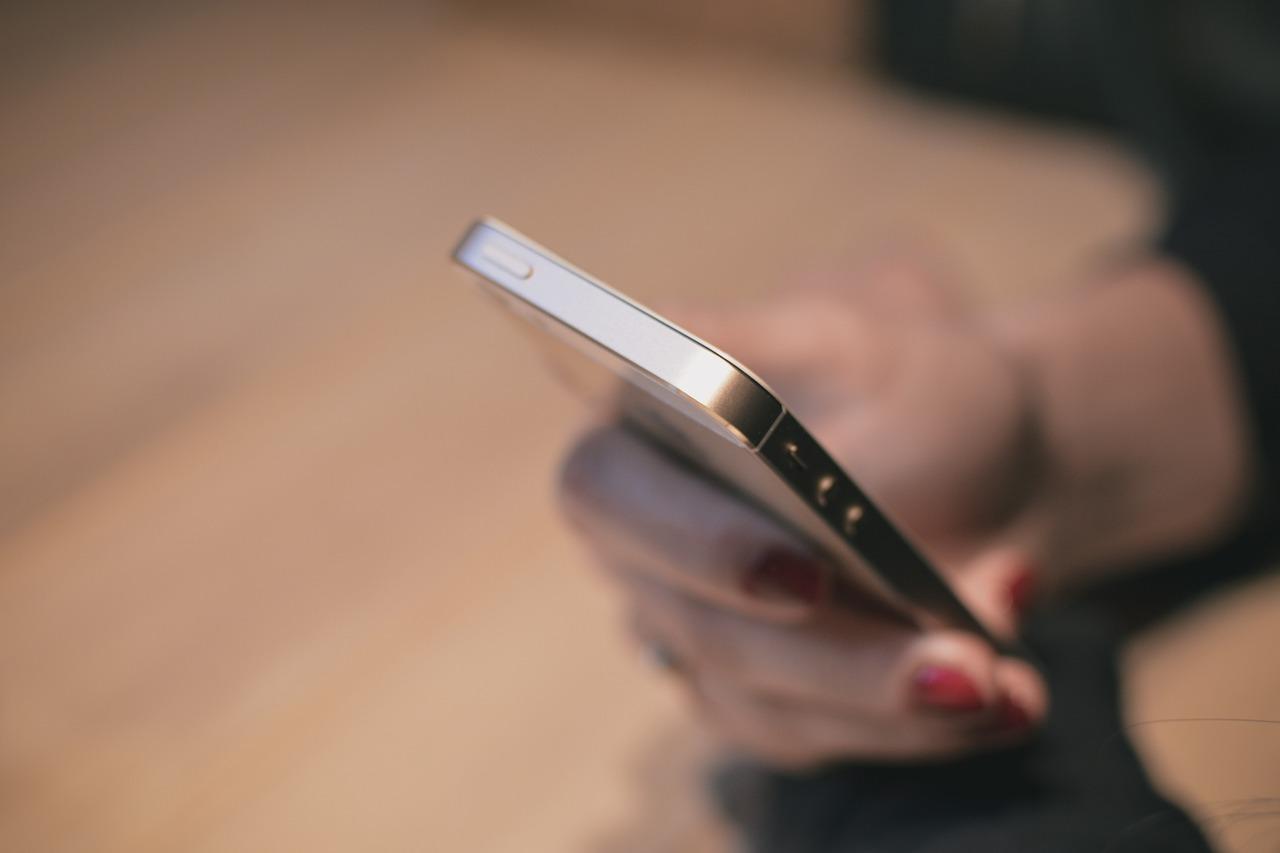 mobil in pat - sfatulparintilor.ro - pixabay_com