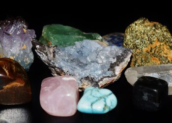 pietre si metale norocoase pentru fiecare zodie
