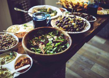 alimente interzise in timpul sarcinii - sfatulparintilor.ro - pixabay_com - lunch-791697_1920