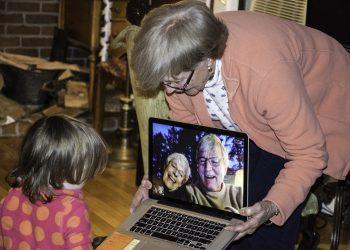 copii bunici - sfatulparintilor.ro - pixabay_com