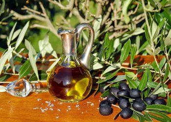 ulei de masline - sfatulparintilor.ro - pixabay_com - olive-oil-1596639_1920