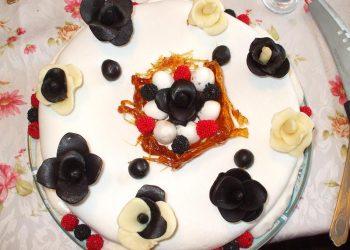 Tort alb-negru