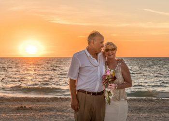 greseli casnicie - sfatulparintilor.ro - pixabay_com - beach-wedding-1934566_1920