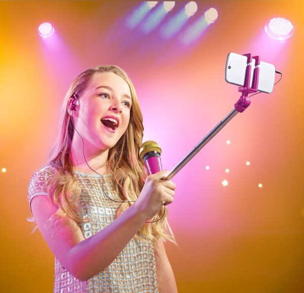 large_jpg-577sel-lead_lifestyle-selfiemic