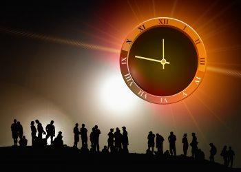 calatori in timp - sfatulparintilor.ro - pixabay_com - human-439149_1920