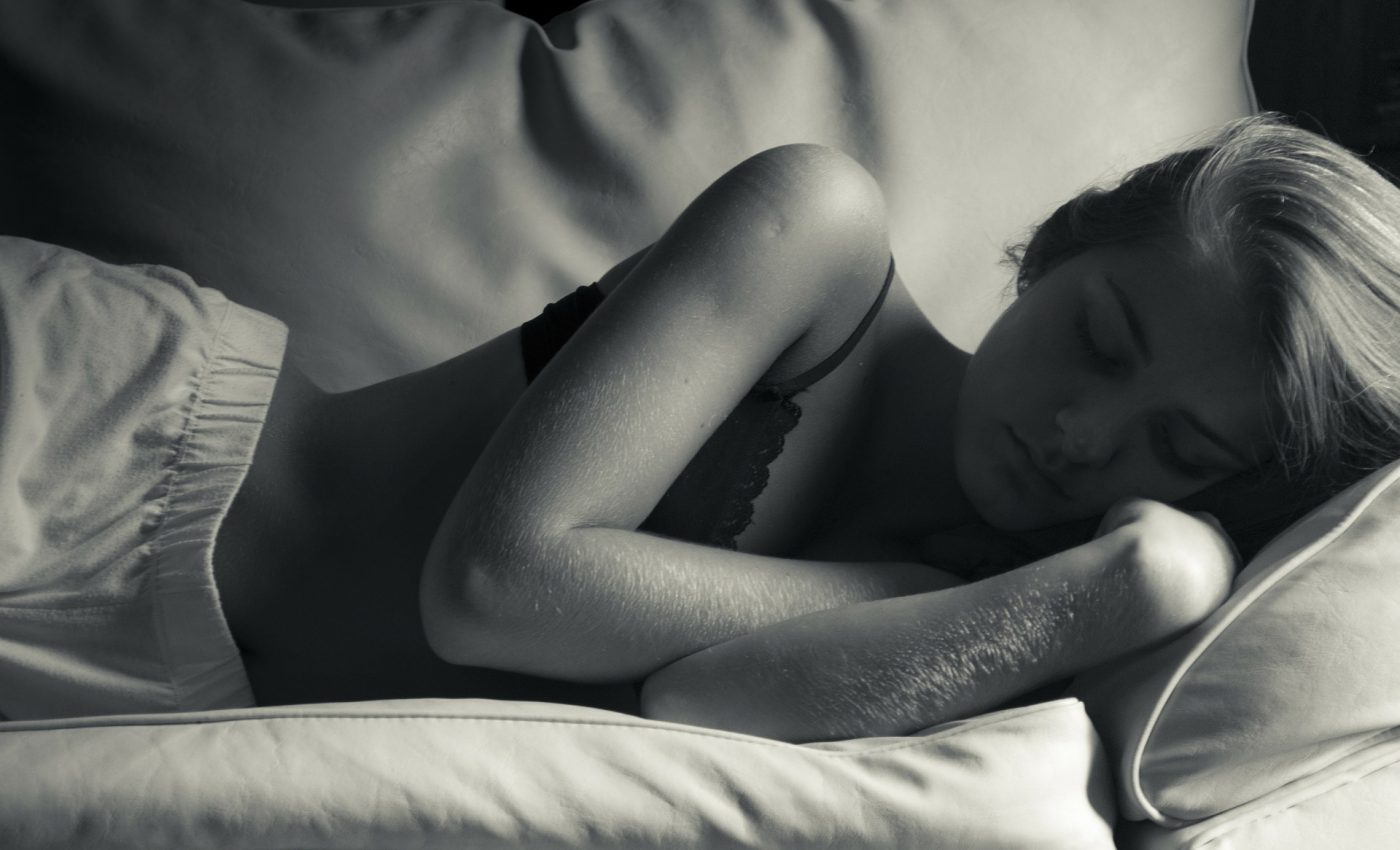 Dormi pe partea stanga - sfatulparintilor.ro - pixabay_com