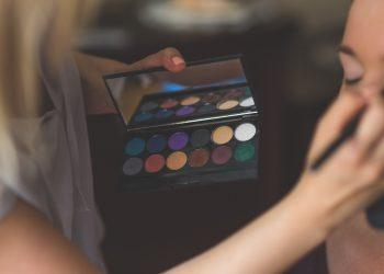 machiaj - sfatulparintilor.ro - pixabay_com - makeup-791303_1920