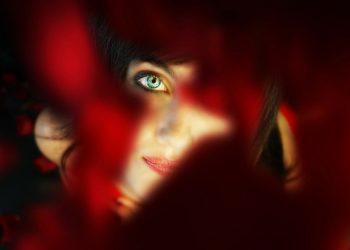roseata piele - fata rosie - sfatulparintilor.ro - pixabay_com - woman-1452225_1920