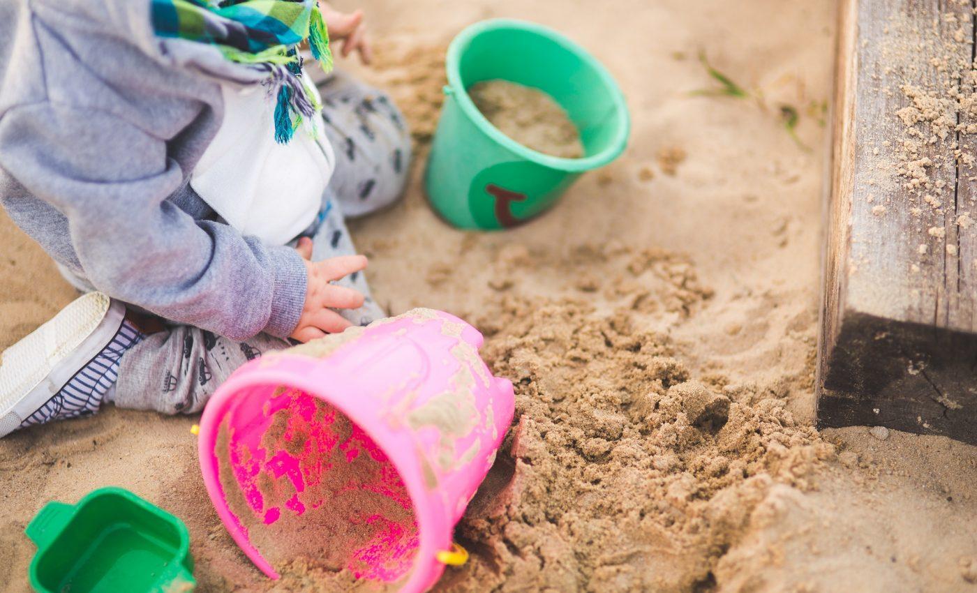 dezvoltare prescolari - sfatulparintilor.ro - pexels_com - sand-summer-outside-playing