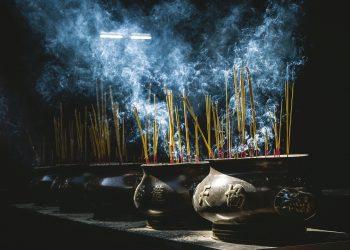 energie - betigase - vibratii - sfatulparintilor.ro - pixabay_com - incense-1285138_1920