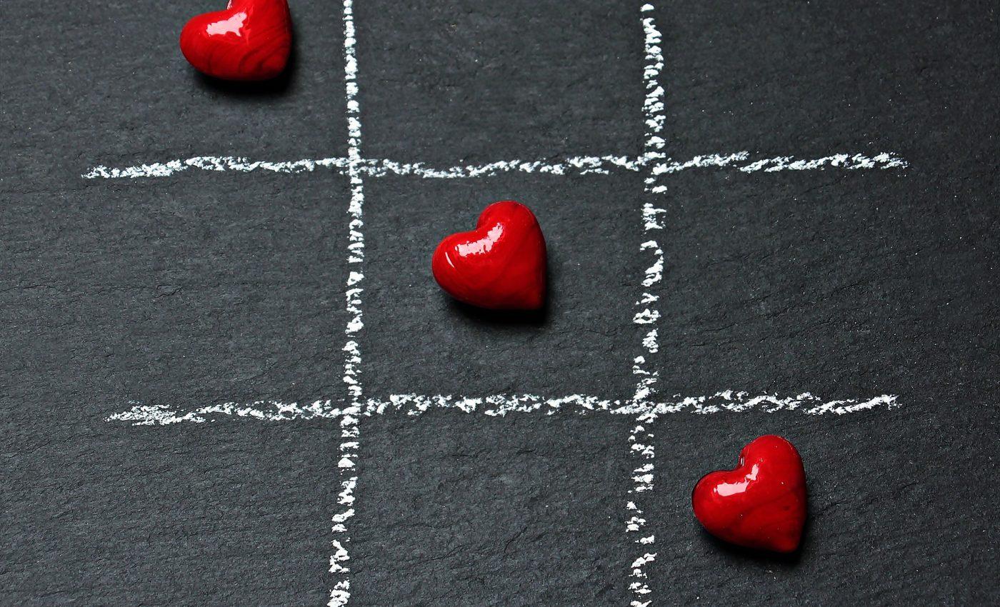 iubire - sfatulparintilor.ro - pixabay_com - tic-tac-toe-1777815_1920