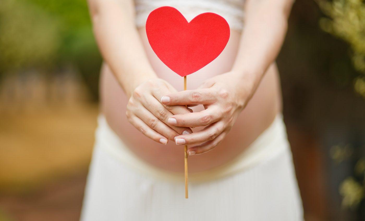 mama copii iubire - sfatulparintilor.ro - pixabay_com - pregnant-woman-1910302_1920