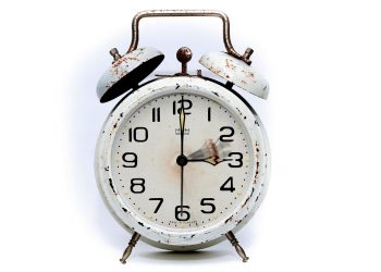 Cand se schimba ora 2018 - sfatulparintilor.ro - pixabay_com- alarm-clock-2175382_1920