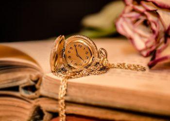 Ce lucruri din trecut ar trebui sa uiti - sfatulparintilor.ro - pixabay-com - clock-2133825_1920