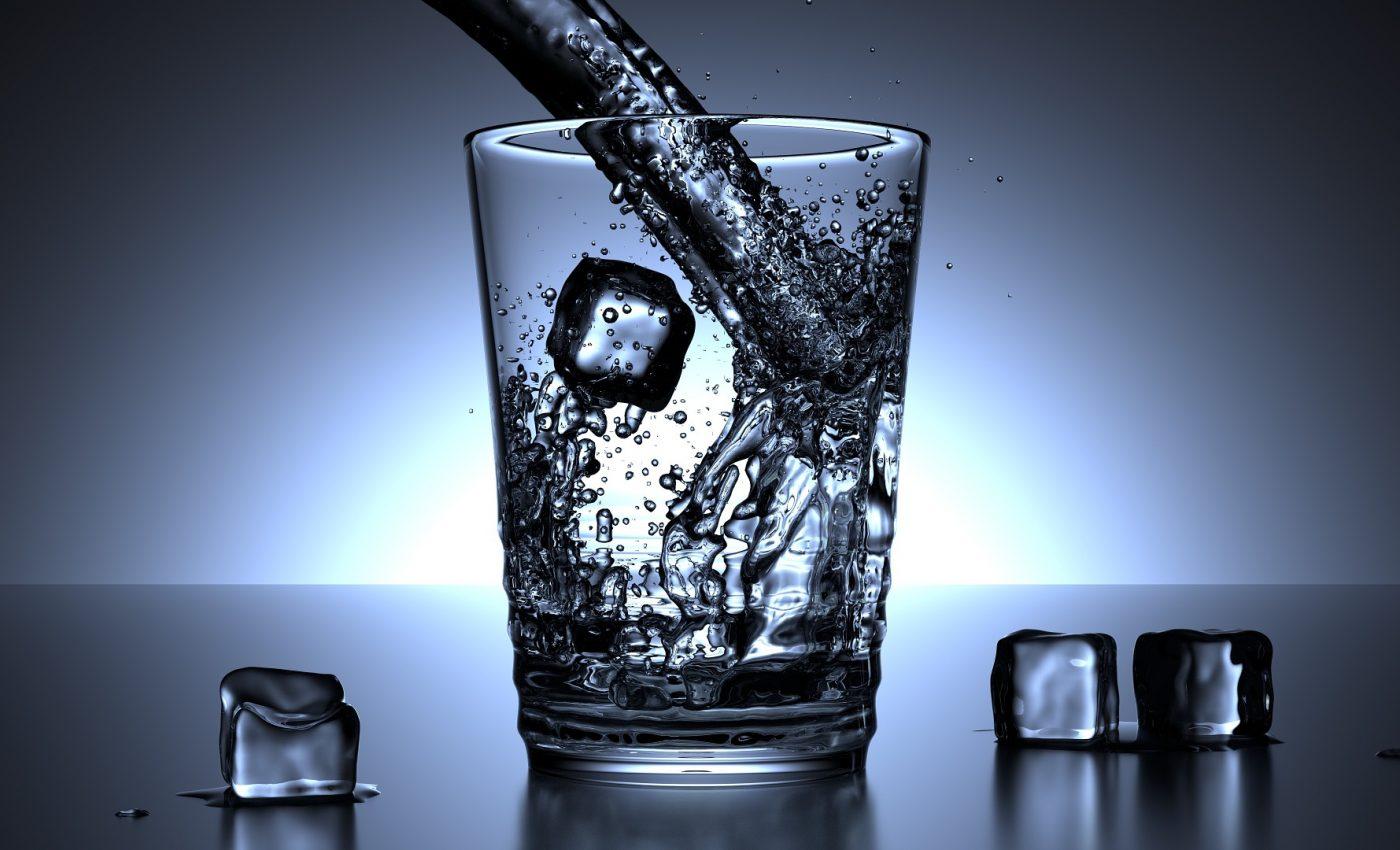 apa - sfatulparinitlor.ro - pixabay_com - glass-1206584_1920