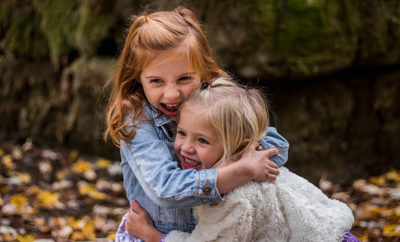 educatie copii - etichete - sfatulparintilor.ro - pixabay_com - children-1869265_1920