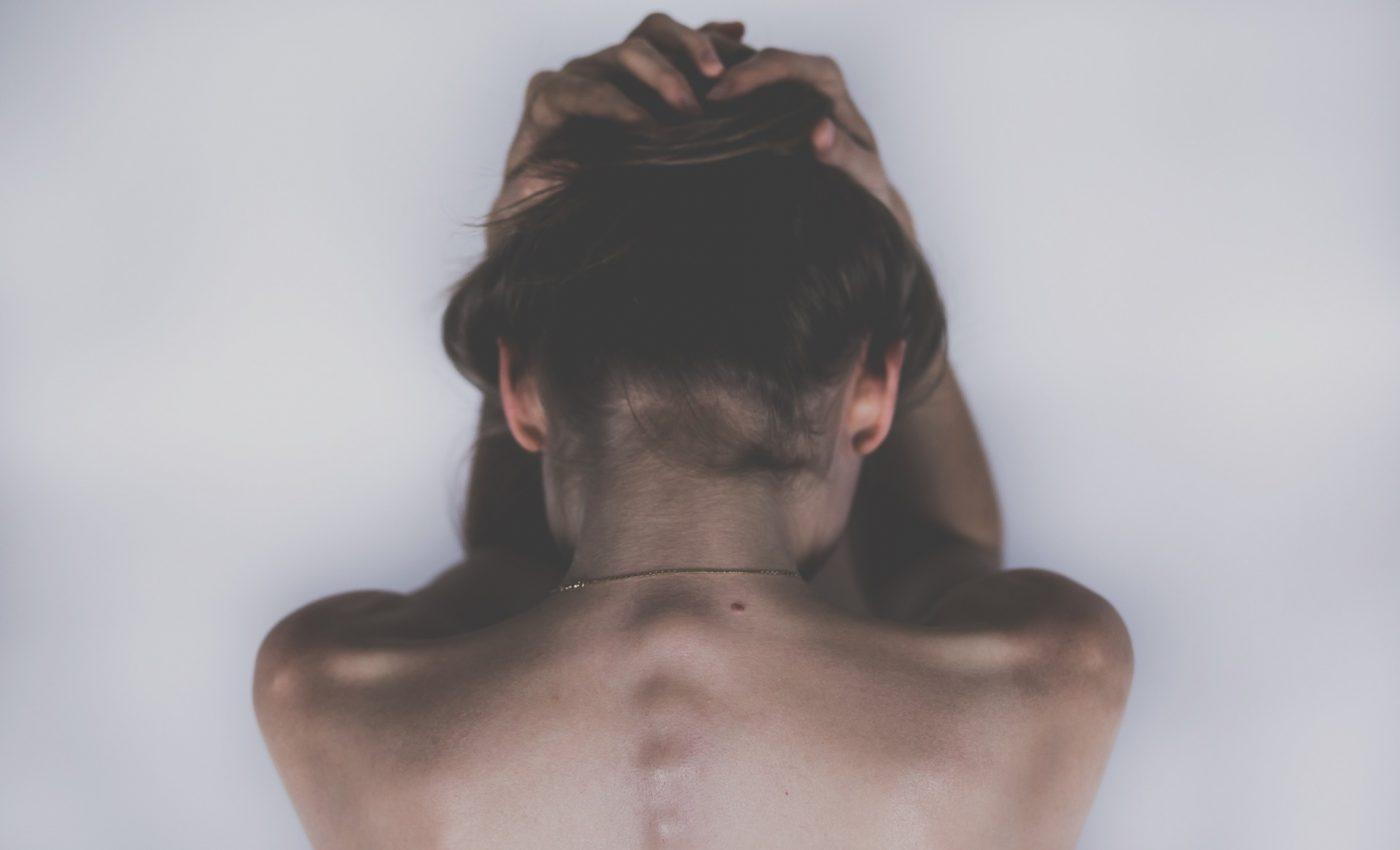 remedii dureri de spate - sfatulparintilor.ro - pixabay_com - woman-2609115_1920