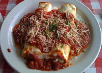 Cannelloni cu carne de curcan in sos tomat