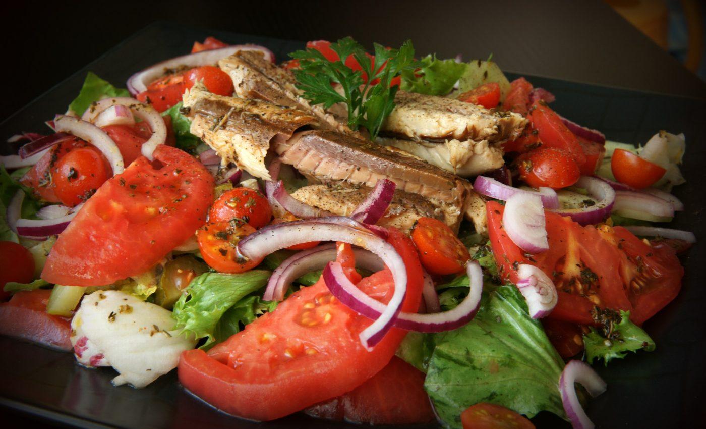 alimente fier - sfatulparintilor.ro - pixabay_com - salad-1328017_1920